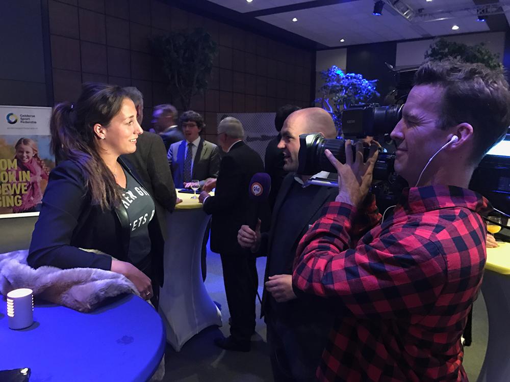 Elis Ligtlee wordt geinterviewd door Omroep Gelderland tijdens heyGelders Sportgala 2016