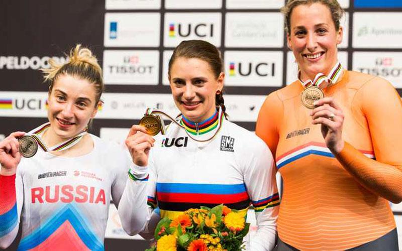 Op het podium met Daria Shmelev en Miram Welte na de medaille ceremonie